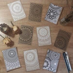 Cartes postales mandala créées à la main